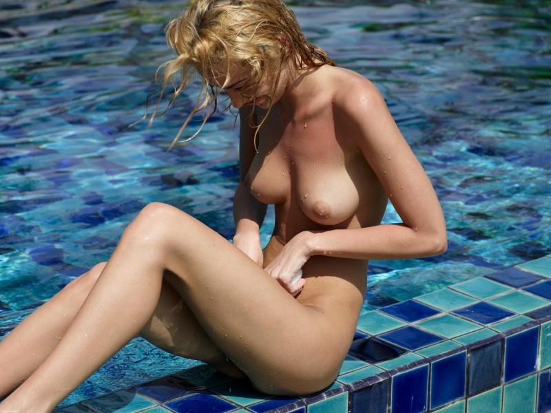 girls-nude-in-the-pool-vol4-39