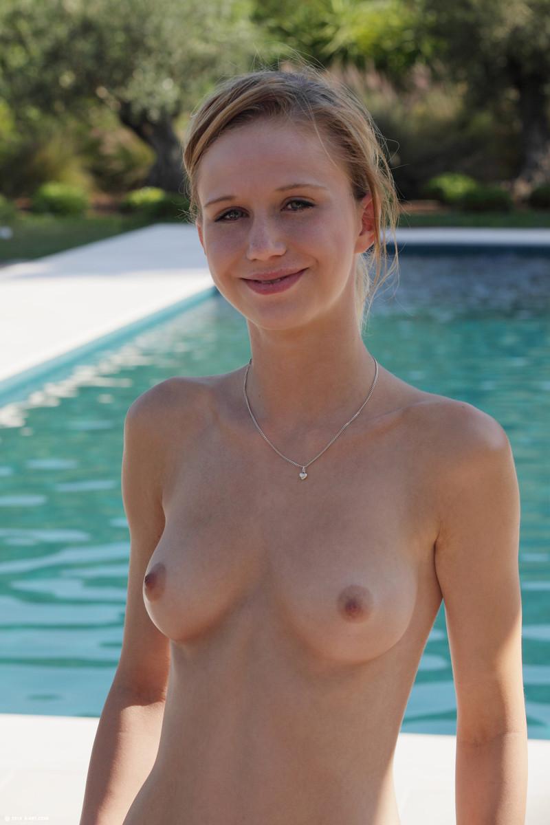 girls-nude-in-the-pool-vol4-48