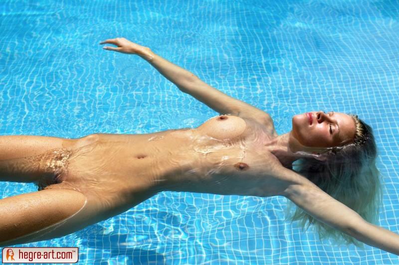 girls-nude-in-the-pool-vol4-68