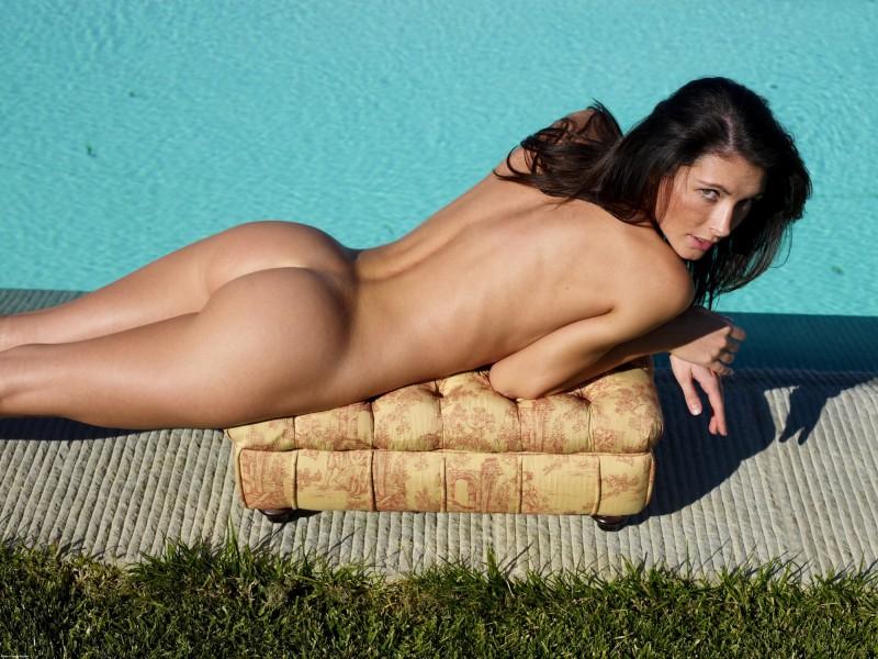 girls-nude-in-the-pool-vol4-74