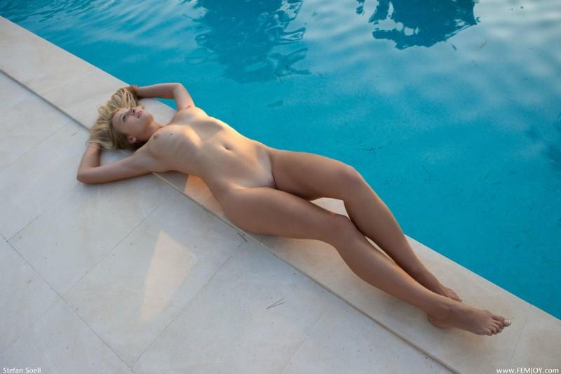 girls-nude-in-the-pool-vol4-75