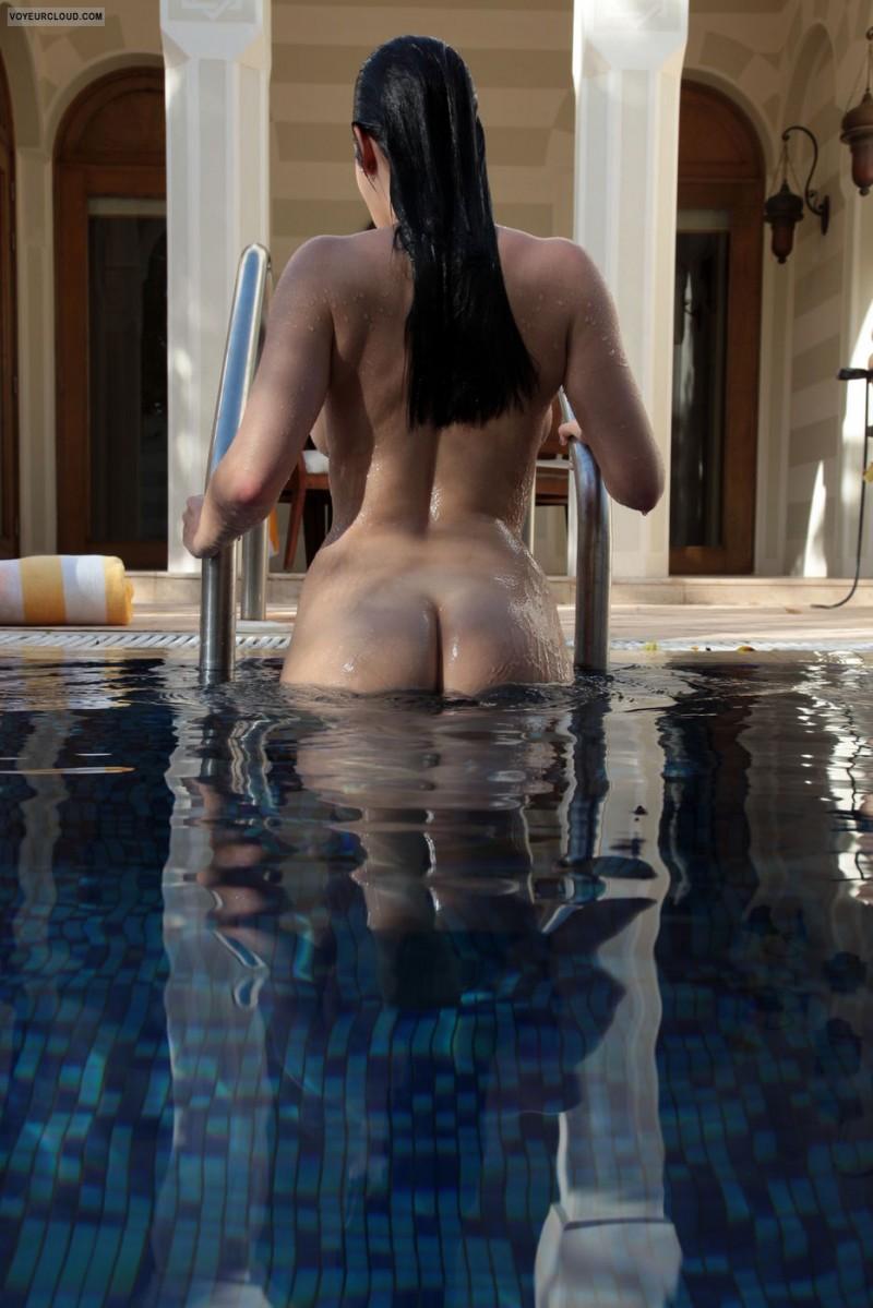 girls-nude-in-the-pool-vol4-81