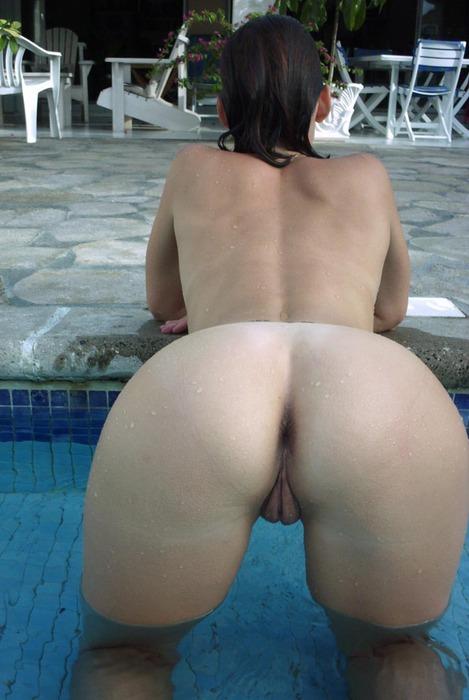 girls-nude-in-the-pool-vol4-86