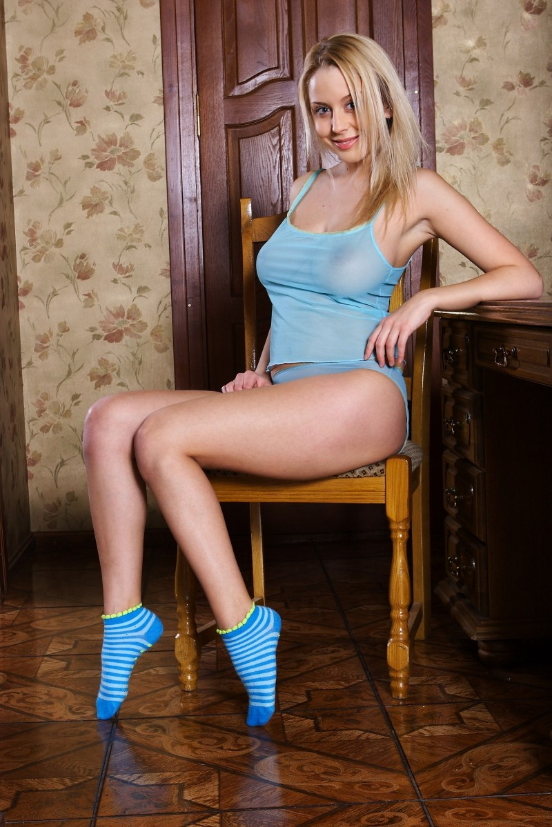 girls-nude-in-socks-35