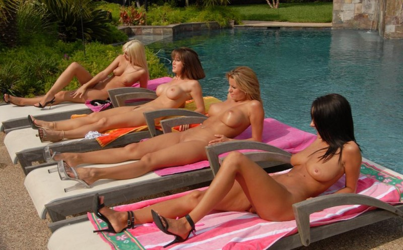 jana-jordan-&-nicole-graves-by-the-pool-32