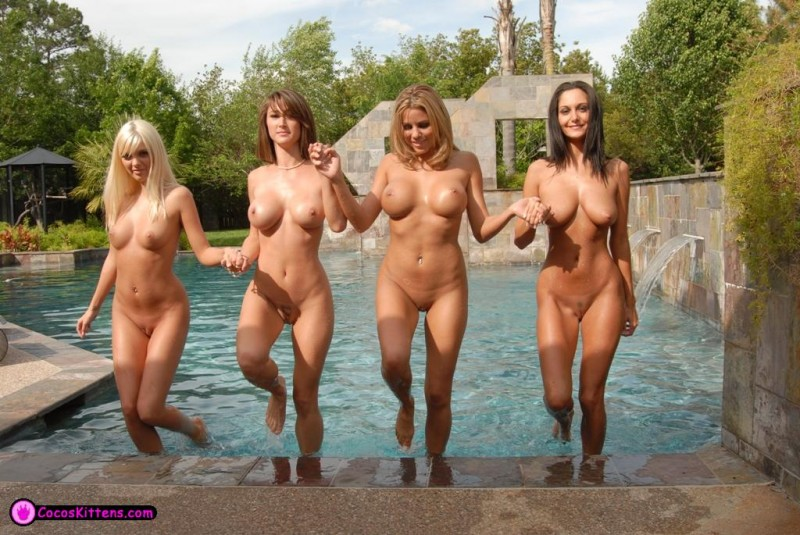 jana-jordan-&-nicole-graves-by-the-pool-35