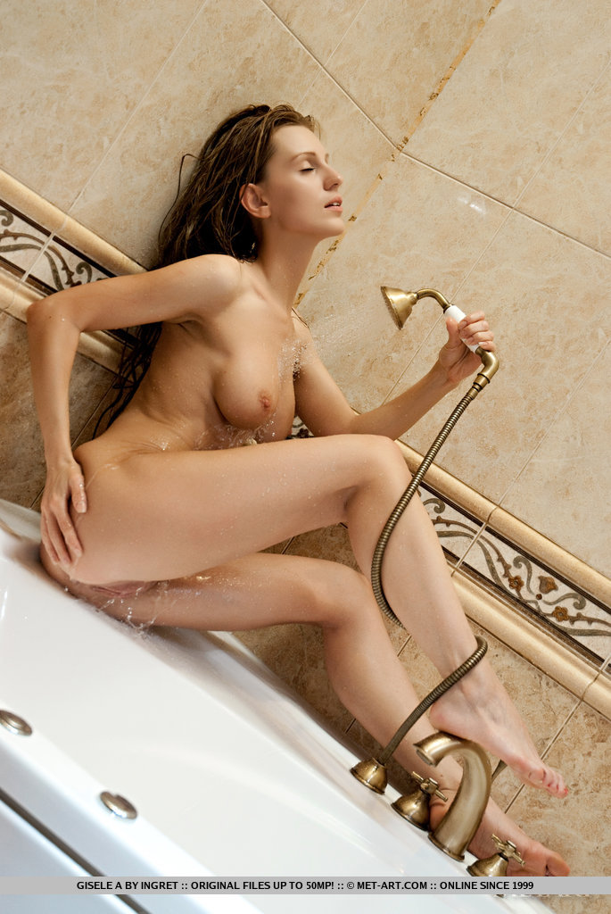 gisele-a-nude-bathroom-shower-metart-04