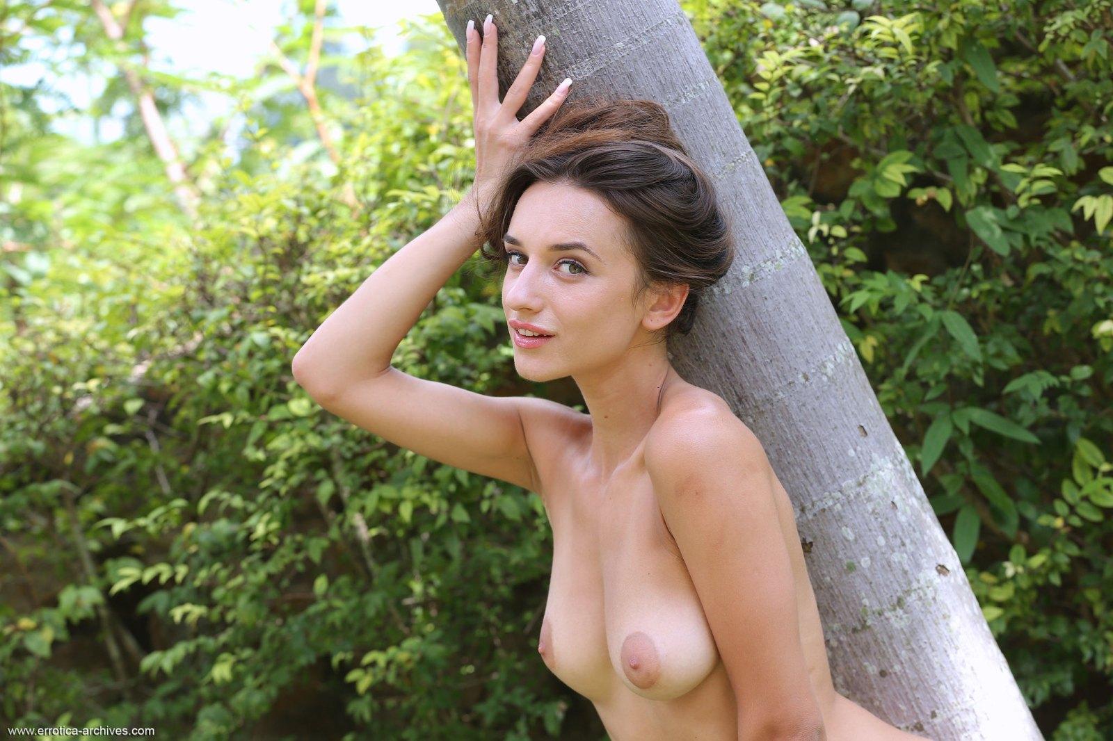 gloria-sol-naked-girl-minigolf-boobs-errotica-archives-36