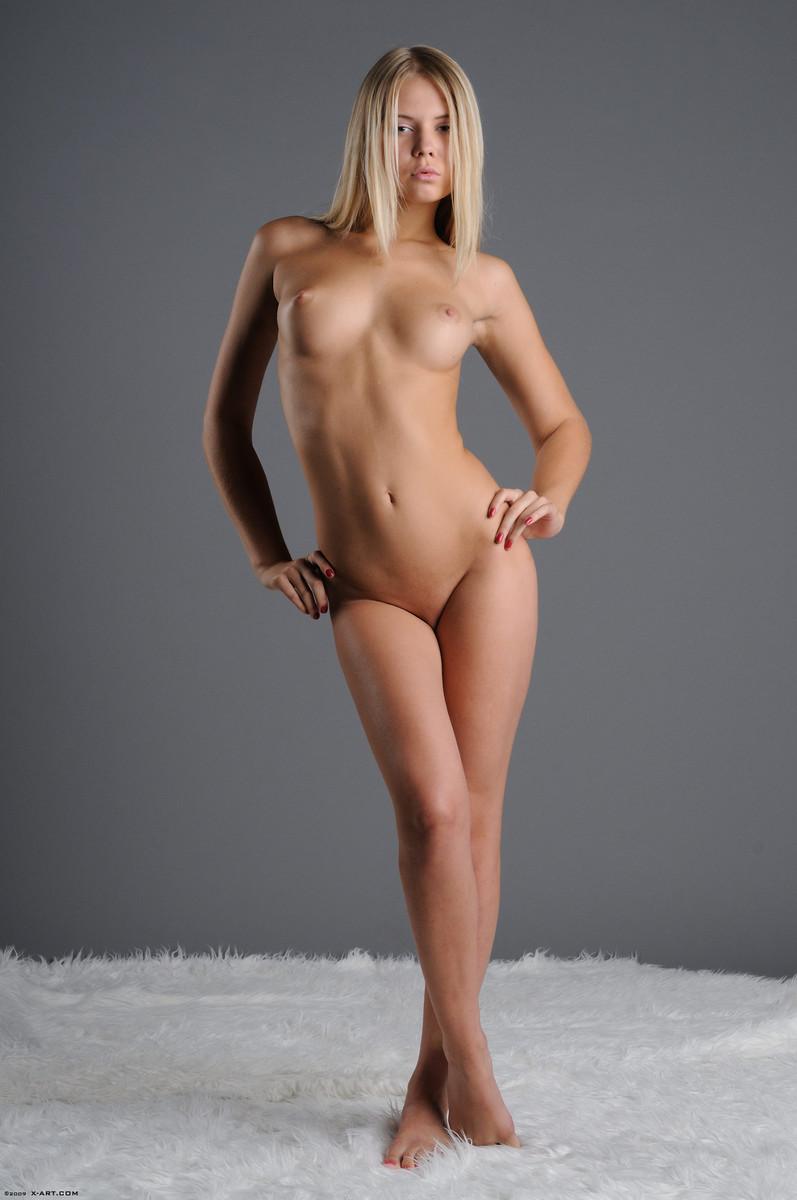 krasivie-molodie-golie-foto