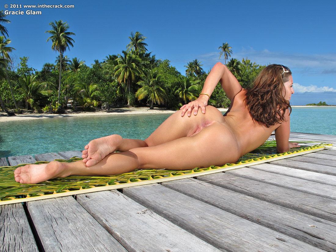 naked girl tattoo sex