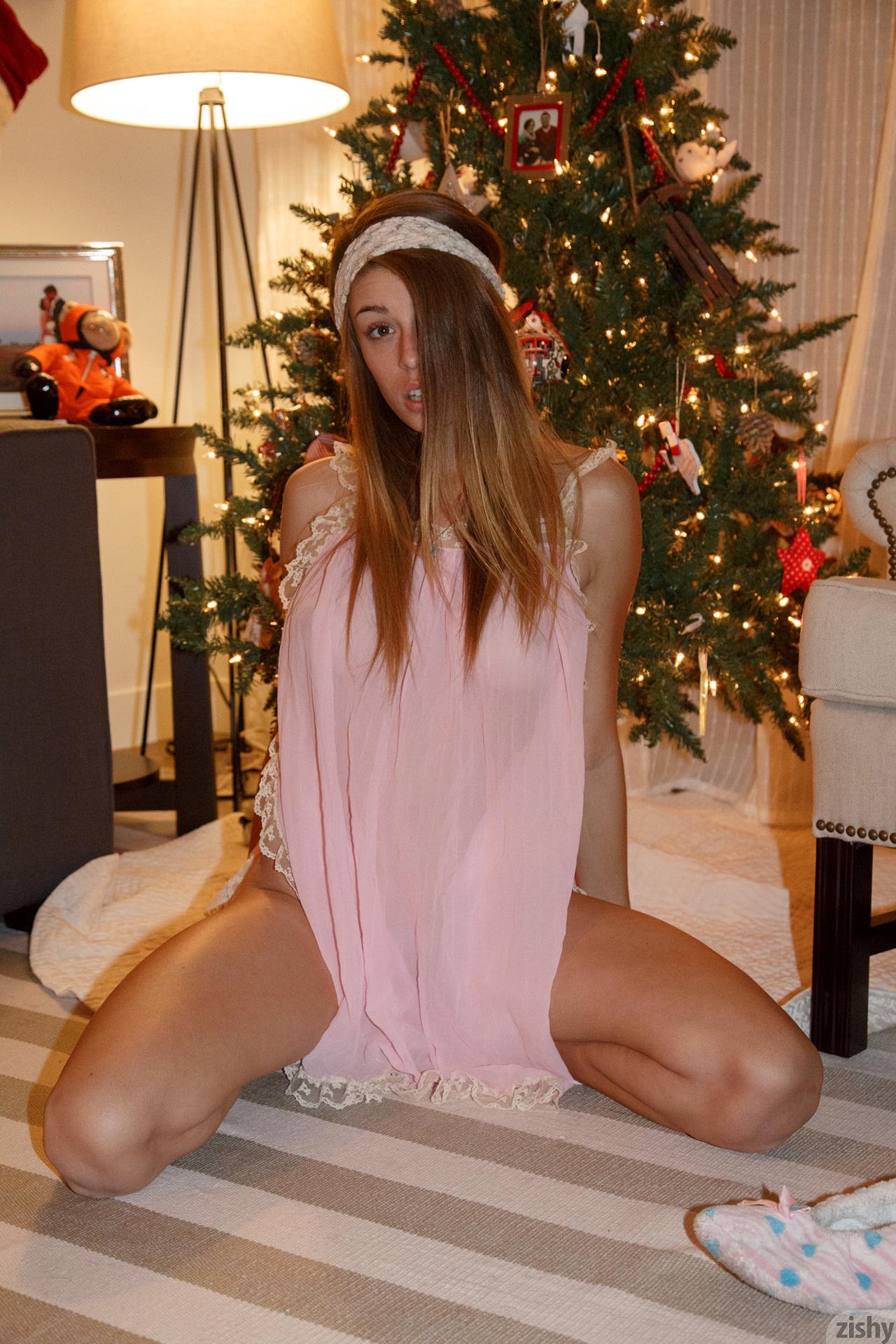 gracie-thibble-christmas-morning-boobs-zishy-18
