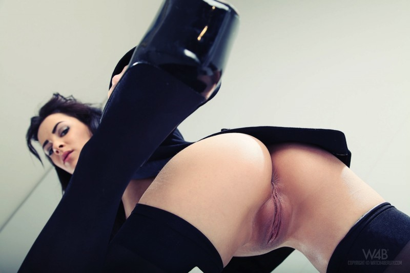 gracy-taylor-black-stockings-watch4beauty-08