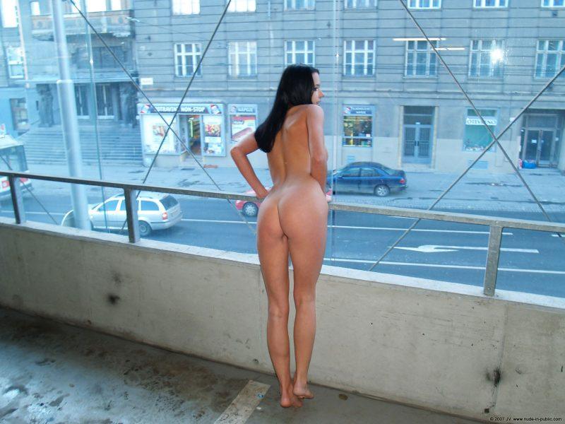 gwen-car-park-nude-in-public-14