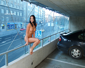 gwen-car-park-nude-in-public
