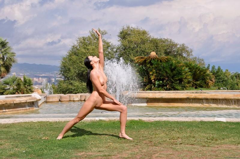 gwen-barcelona-nude-in-public-05