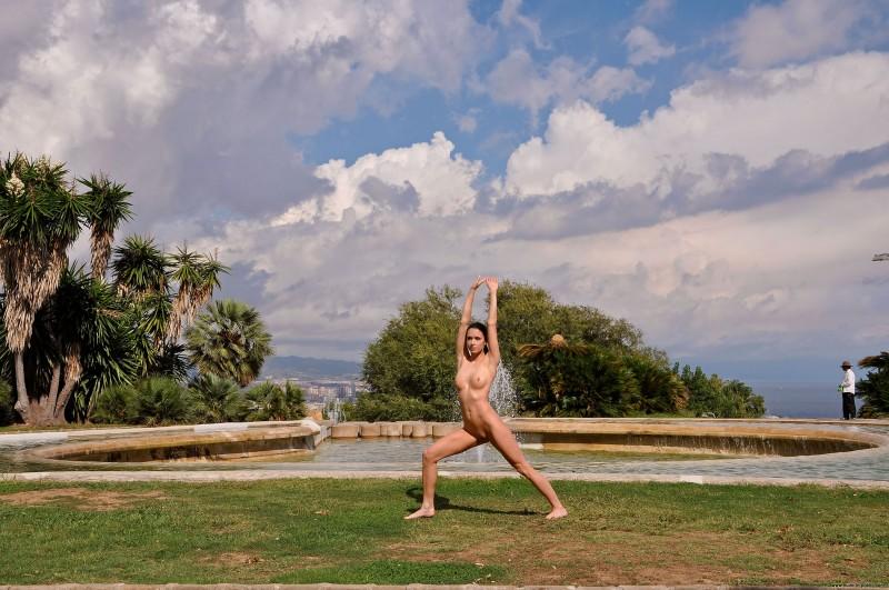gwen-barcelona-nude-in-public-10