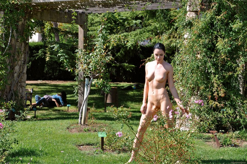 gwen-barcelona-nude-in-public-20