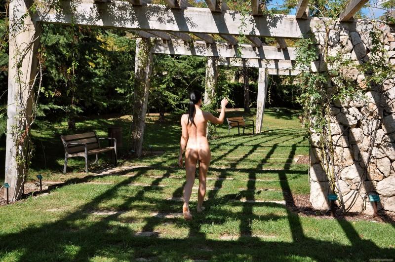 gwen-barcelona-nude-in-public-25