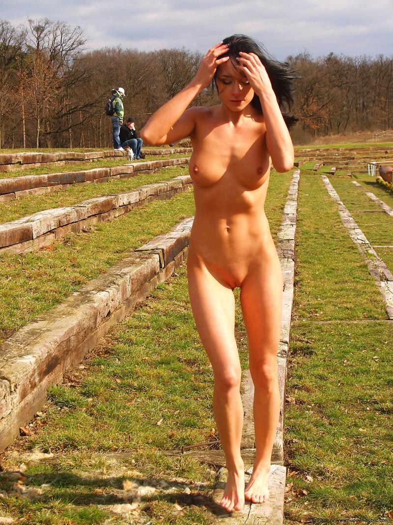 gwen nude in public pics