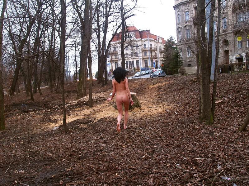 gwen-nude-in-public-17