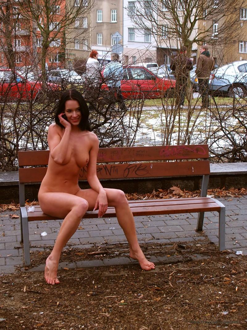 gwen-nude-in-public-19