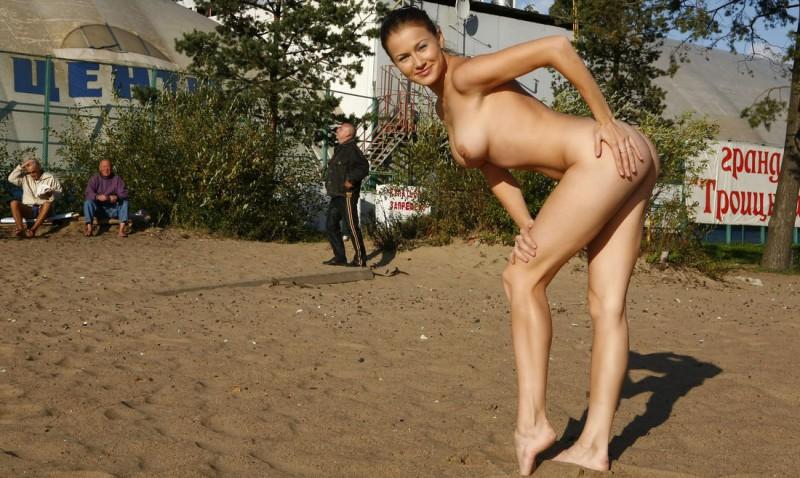 gymnast-girl-nude-in-public-05