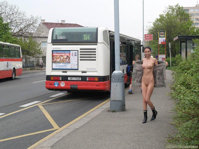hana-slavickova-nude-flash-in-public-03
