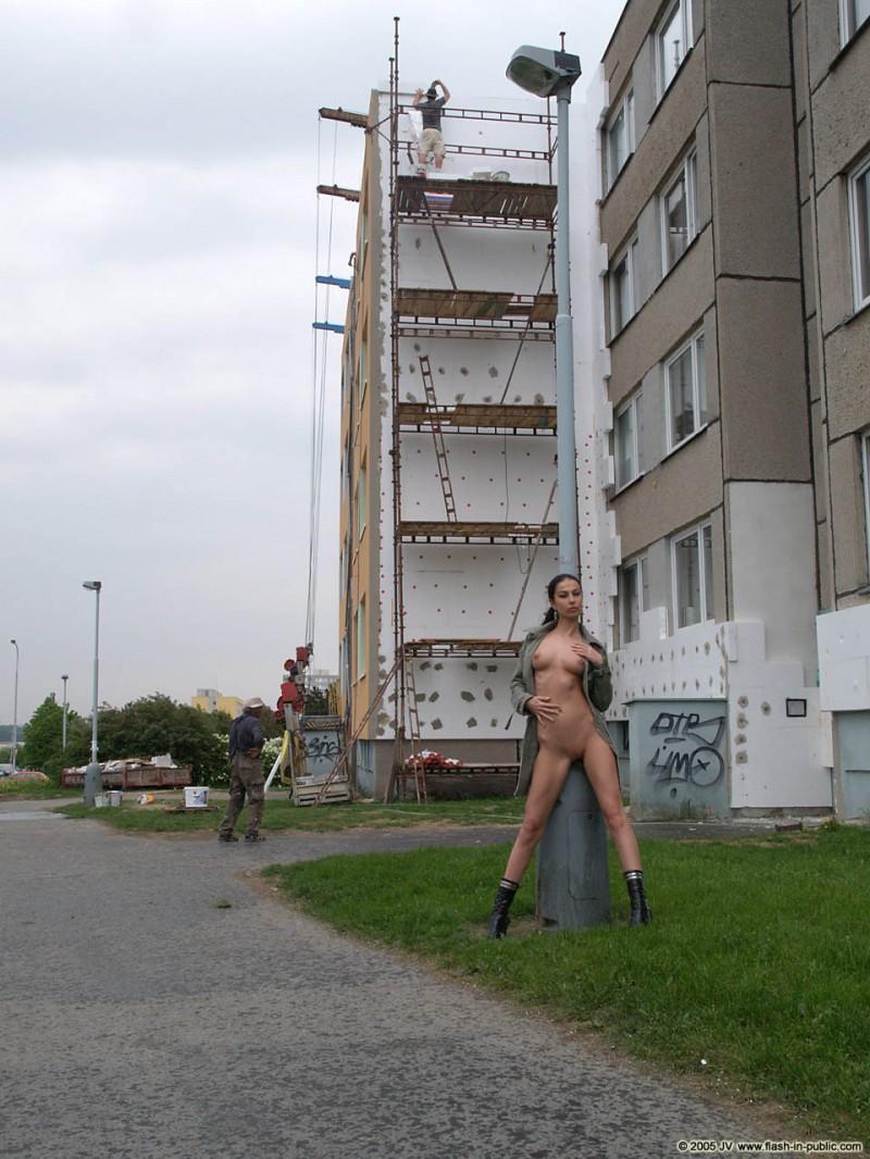 hana-slavickova-nude-flash-in-public-04