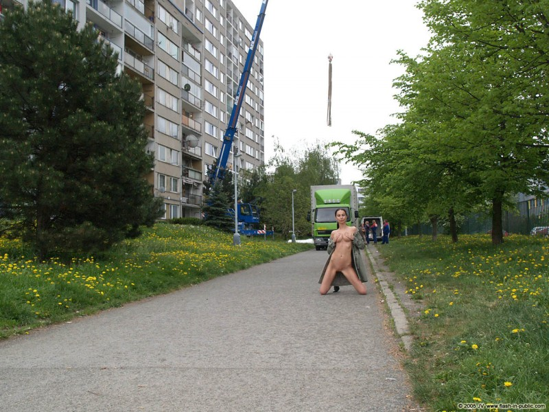 hana-slavickova-nude-flash-in-public-07