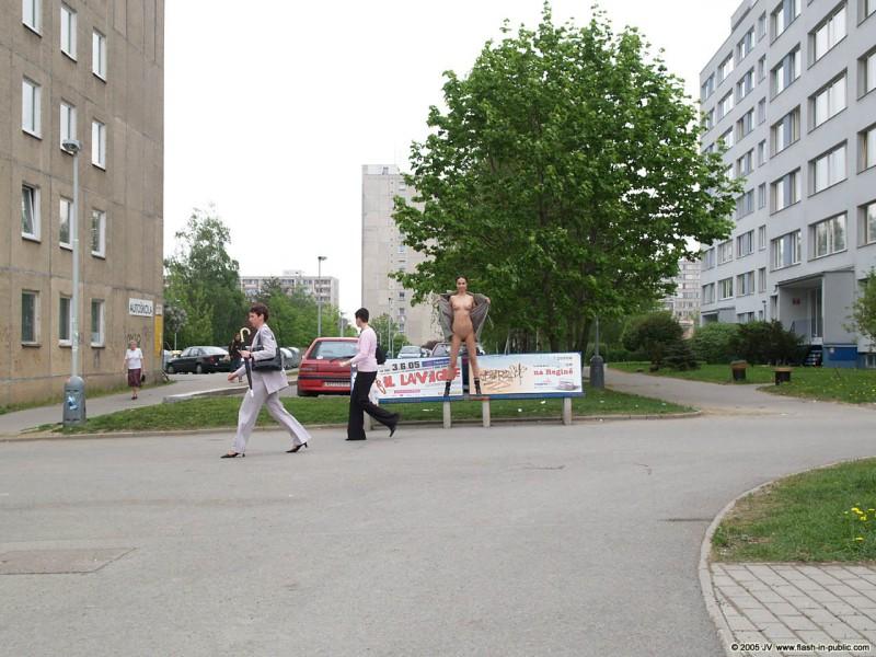hana-slavickova-nude-flash-in-public-08
