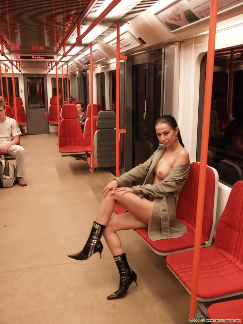 hana-slavickova-nude-flash-in-public-15