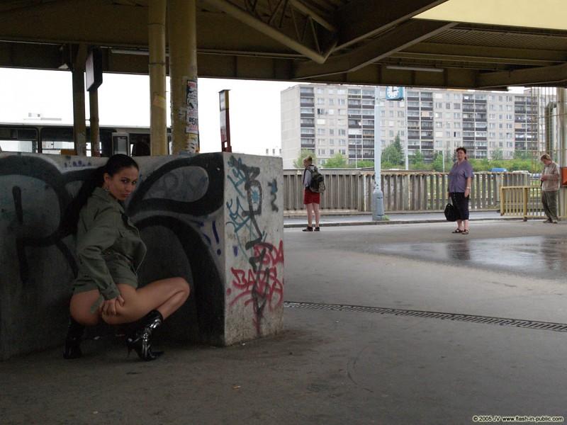 hana-slavickova-nude-flash-in-public-18