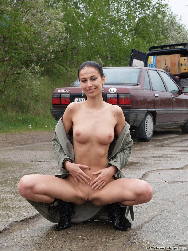 hana-slavickova-nude-flash-in-public-20