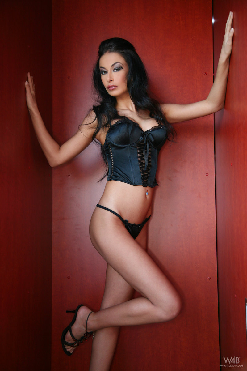 hanka-naked-brunette-black-corset-watch4beauty-02