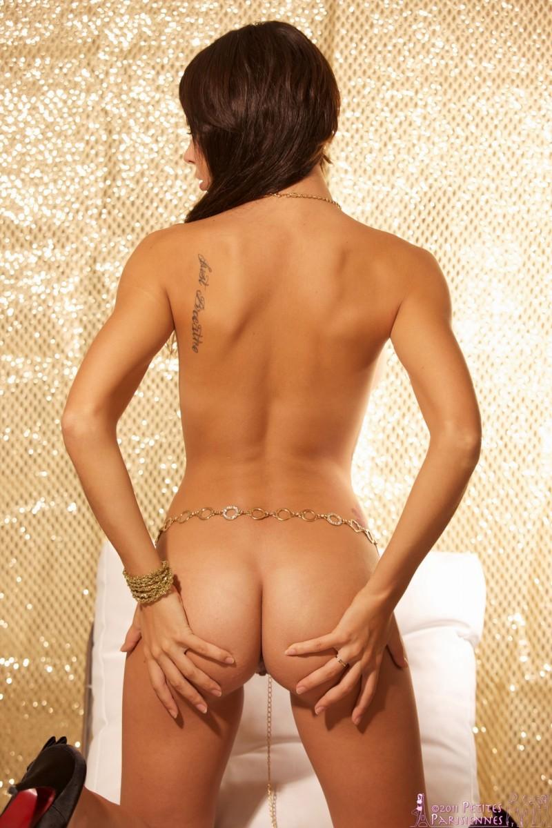 hannah-golden-chains-nude-petites-parisiennes-07