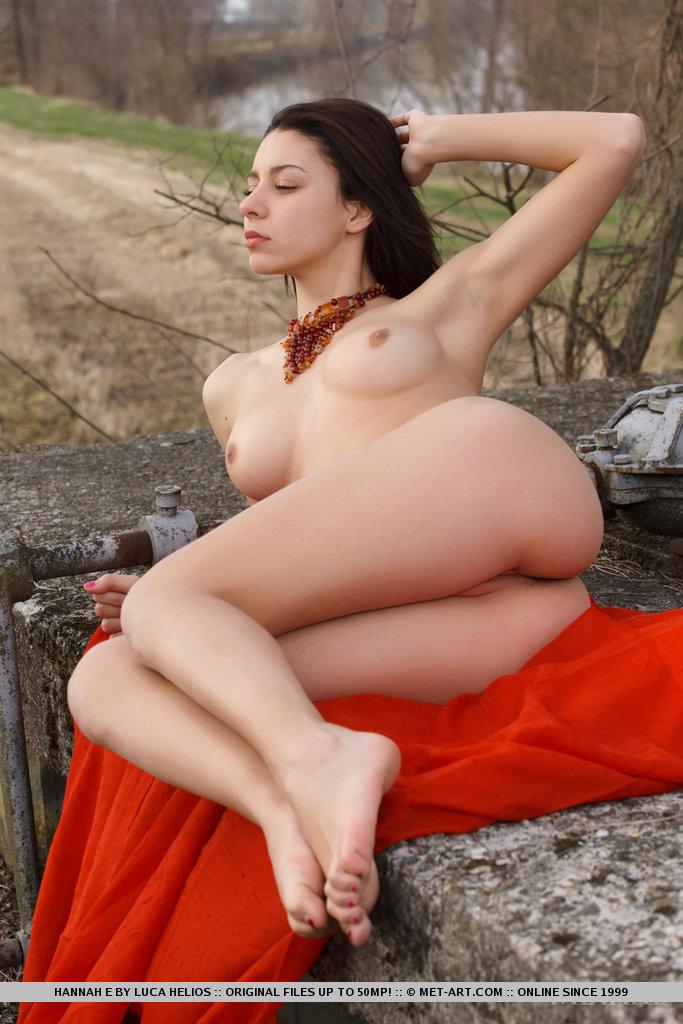 hannah-e-naked-met-art-17