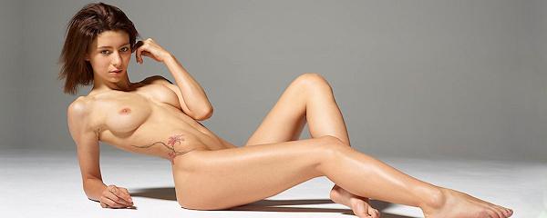 Hannah – Naked perfection