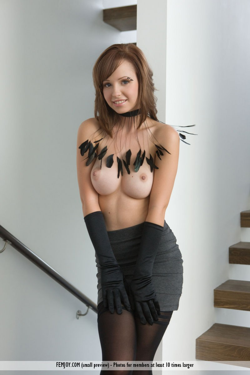 hayden-w-gloves-stockings-femjoy-02