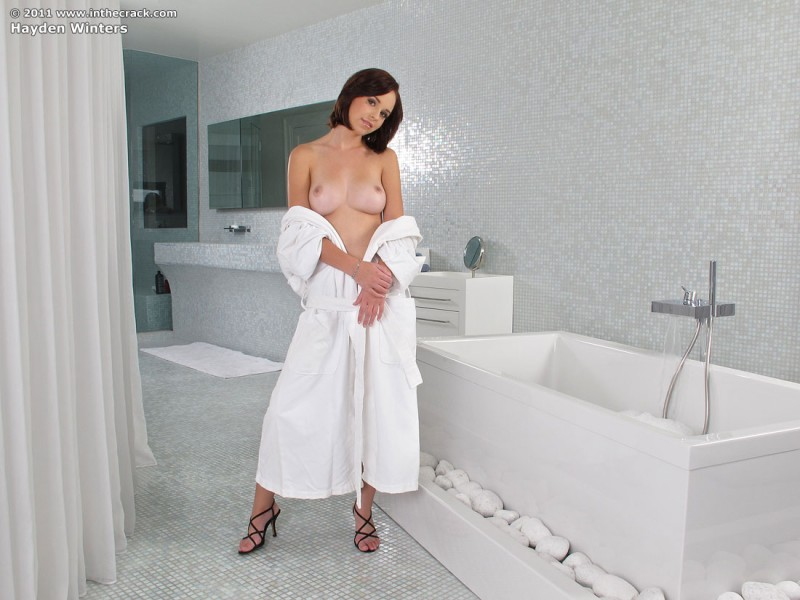 hayden-winters-bathroom-inthecrack-02