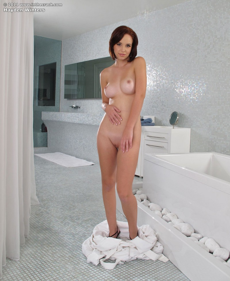 hayden-winters-bathroom-inthecrack-04