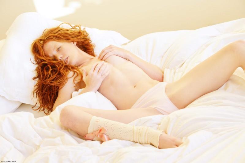 scarlett-redhead-nude-leg-warmers-xart-04