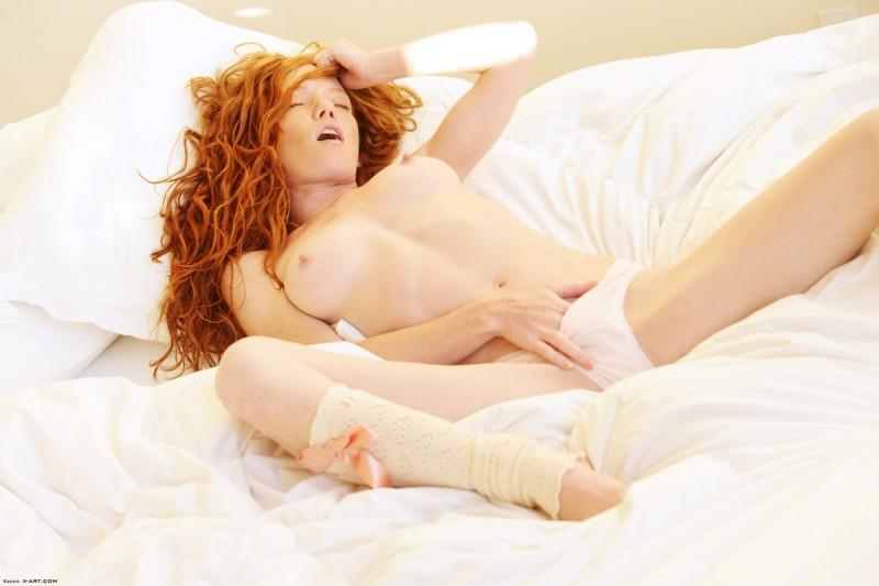 scarlett-redhead-nude-leg-warmers-xart-08