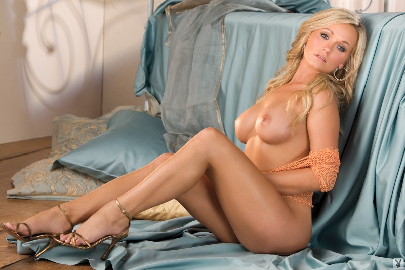 heather-knox-bedroom-playboy-14