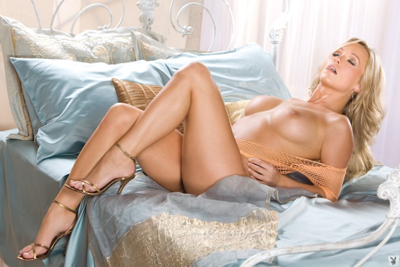 heather-knox-bedroom-playboy-16