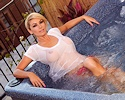 heather-vandeven-wet-jacuzzi