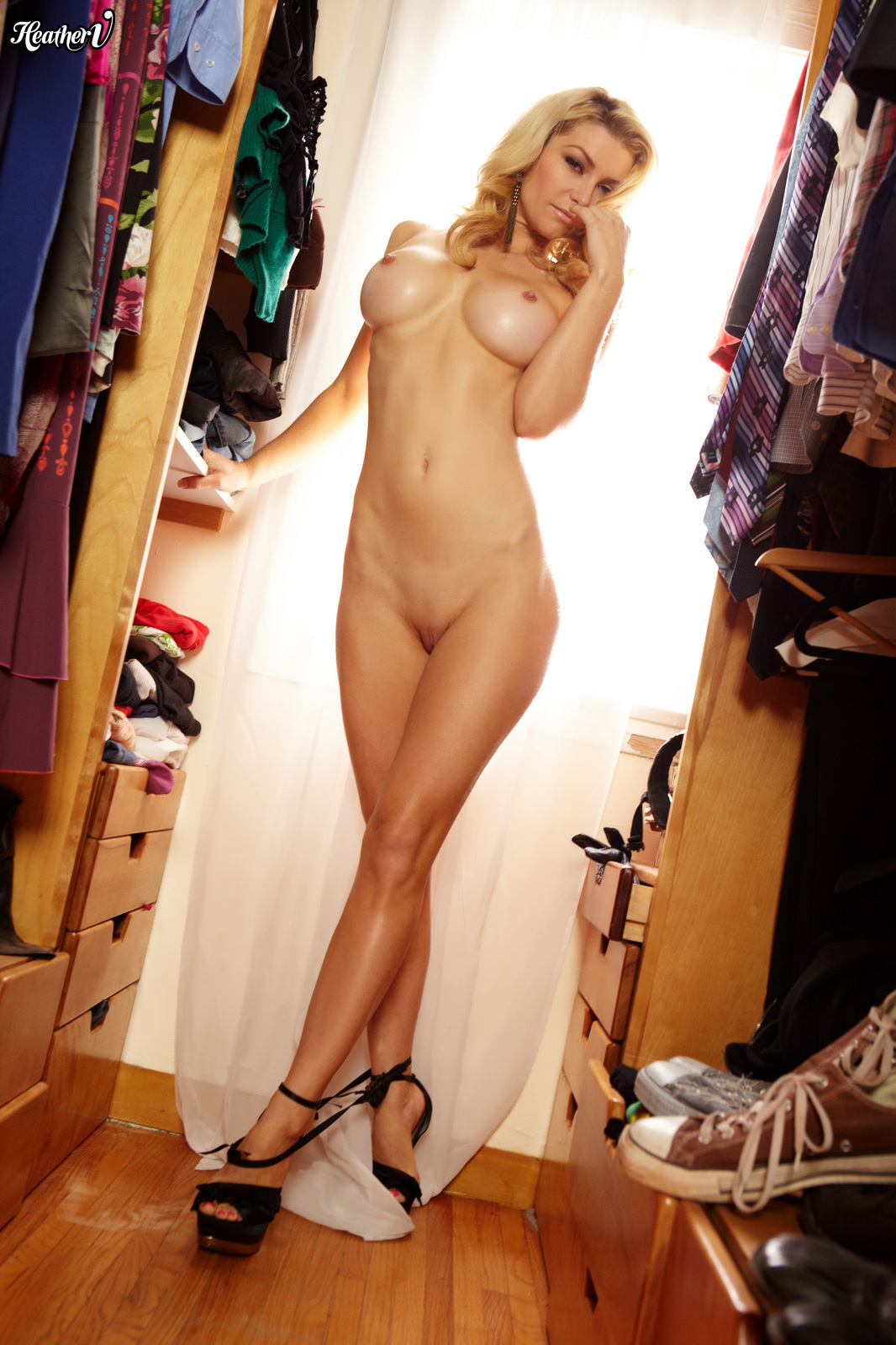 heather-vandeven-nude-milf-dressing-room-06