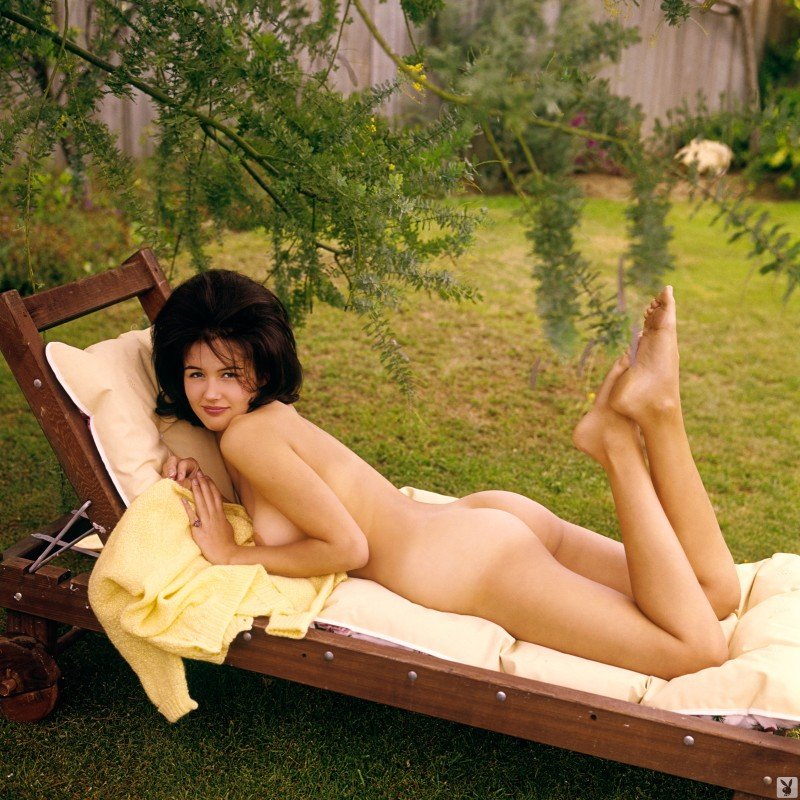 hedy-scott-miss-june-1960-vintage-playboy-02