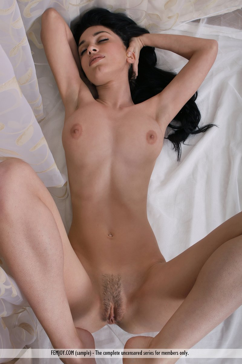 vic-e-knee-socks-femjoy-12