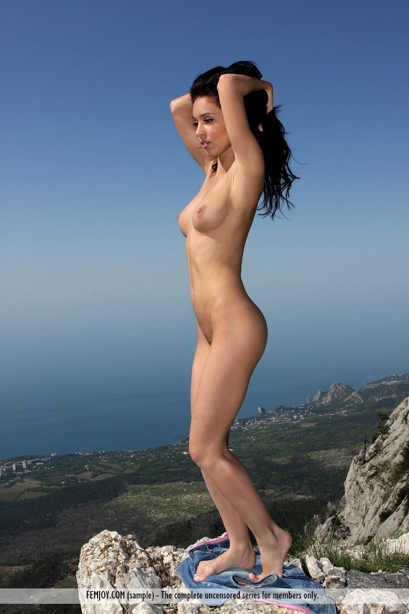 vic-e-mountains-nude-socks-femjoy-10
