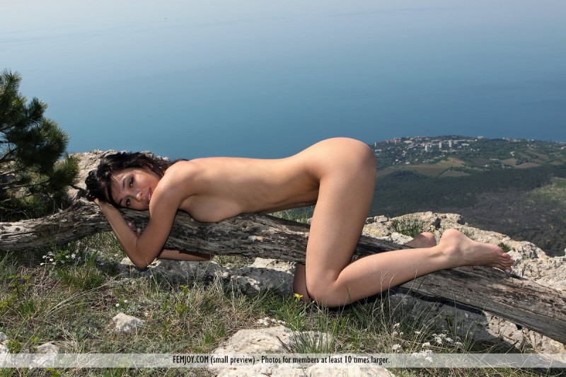 vic-e-mountains-nude-socks-femjoy-15